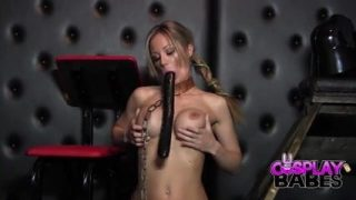 Slave Leia cosplayer cums solo with giant dildo