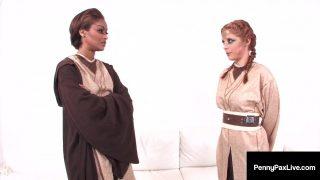 Hot Jedi cosplayers have steamy lesbian sex