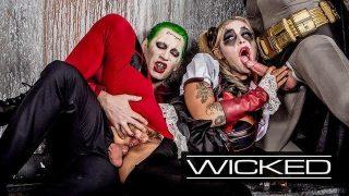 Harley Quinn cosplayer fucks the Joker and Batman