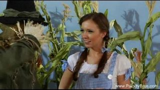 Dorothy from the Wizard of Oz cosplayer fucks the Scarecrow