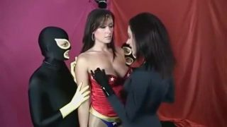 Wonder Woman cosplayers have lesbian group fuck after battle