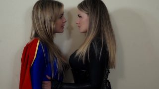 Supergirl cosplayer makes out with villain after fight