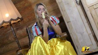 Snow White cosplayer masturbates with ice cream