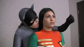 Robin cosplayer gets hypnotised by Batman into making out